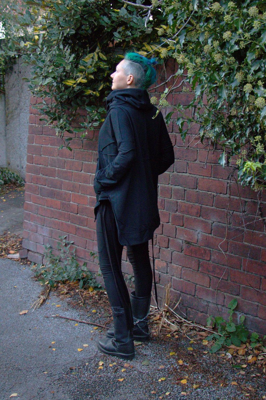 Dark post-apocalyptic outfits I wear to work - Ynhoia sweatshirt and Dorawyn leggings scout B- Zebraspider Eco Anti-Fashion