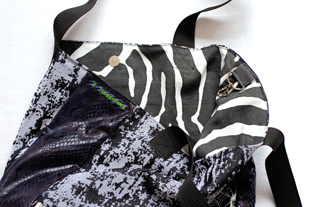 2021 belt bags and new shoulder bags out now! - Tote Bag Decay & Spiderwebs zebra inside - Zebraspider Eco Anti-Fashion
