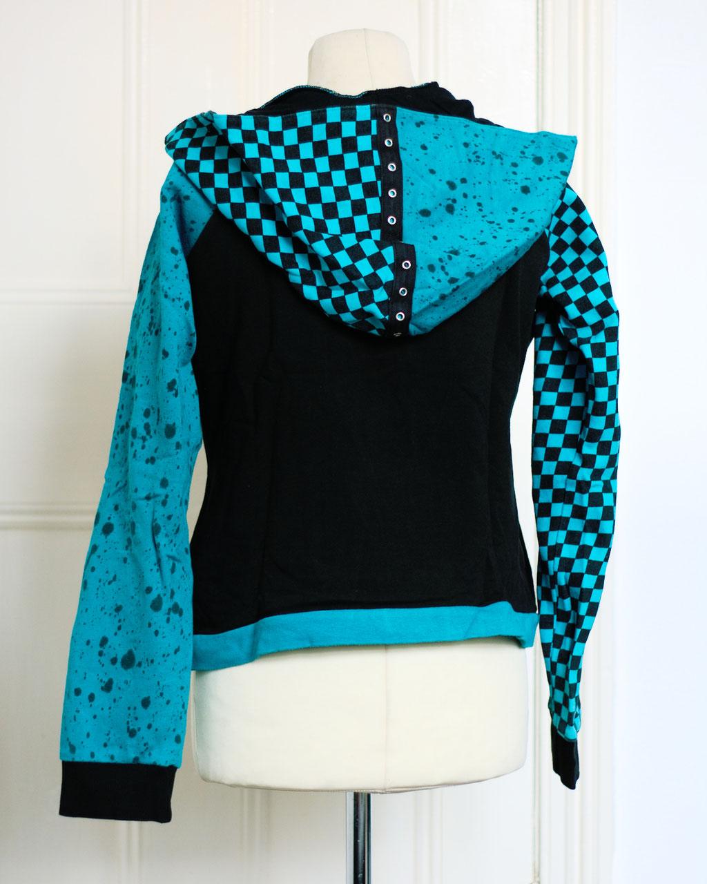 Flohmarkt: Pullis und Jacken - türkis schwarze Kapuzenjacke - Zebraspider DIY Anti-Fashion Blog