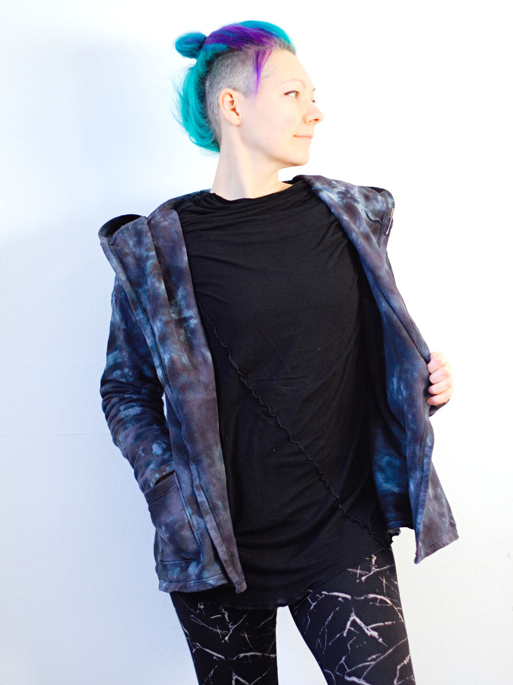 Re-dyed and repaired cardigan - adds pockets to my stay-home outfit - Zebraspider DIY Anti-Fashion Blog