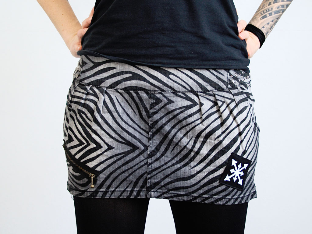 5 Unusual things that look better with patches - extra pocket zebra demin skirt back - Zebraspider Eco Anti-Fashion Blog