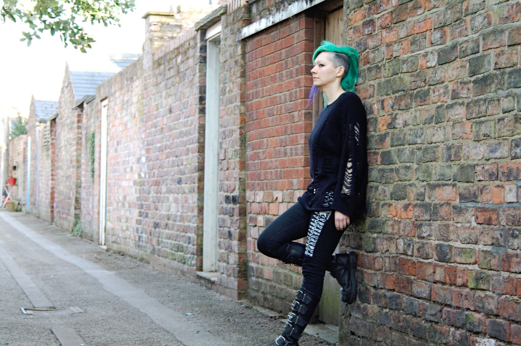 Outfit with altered second-hand pieces - everyday goth look - Zebraspider Eco Anti-Fashion Blog