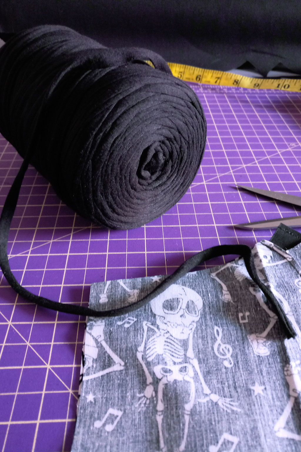 What and how I've been doing - sewing masks - Zebraspider DIY Anti-Fashion Blog