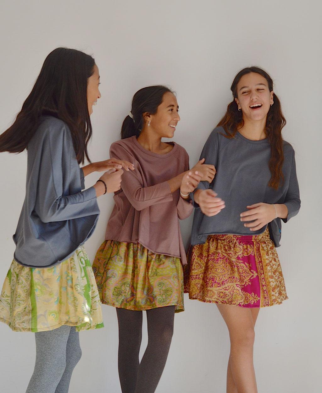 Faldas con cintura elástica fabricadas con saris reciclados