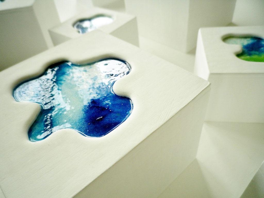 「aqua block」 ミクストメディア 大:87×87×59mm 小: 57×57×42mm 2013