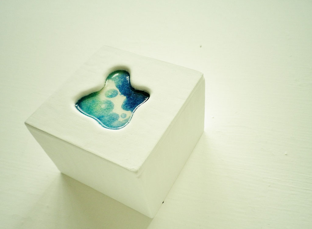 「aqua block」 ミクストメディア 小: 57×57×42mm 2013