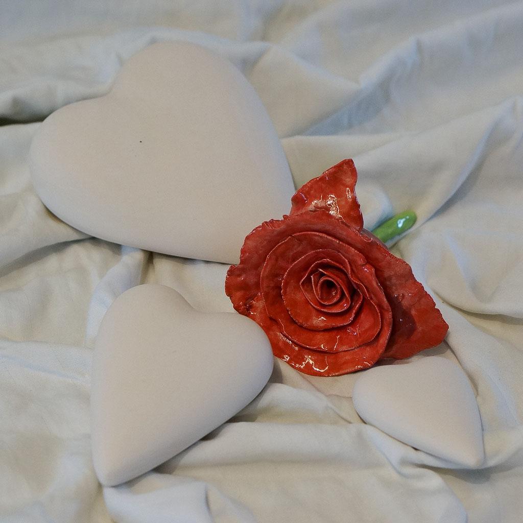 Flache Herzen in verschiedenen Grössen: klein, mittel, gross