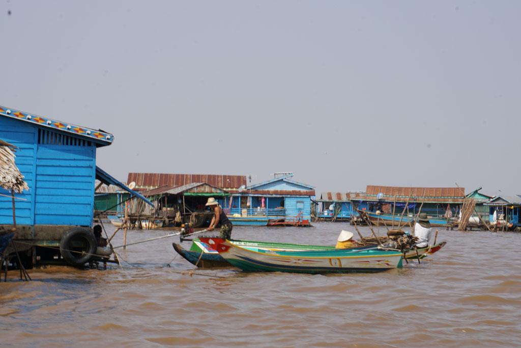 eines der schwimmenden Dörfer