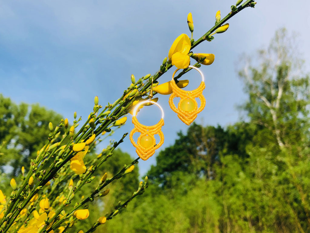 Filigarna Makramee Schmuck Erlangen handgemachte Ohrringe gelb