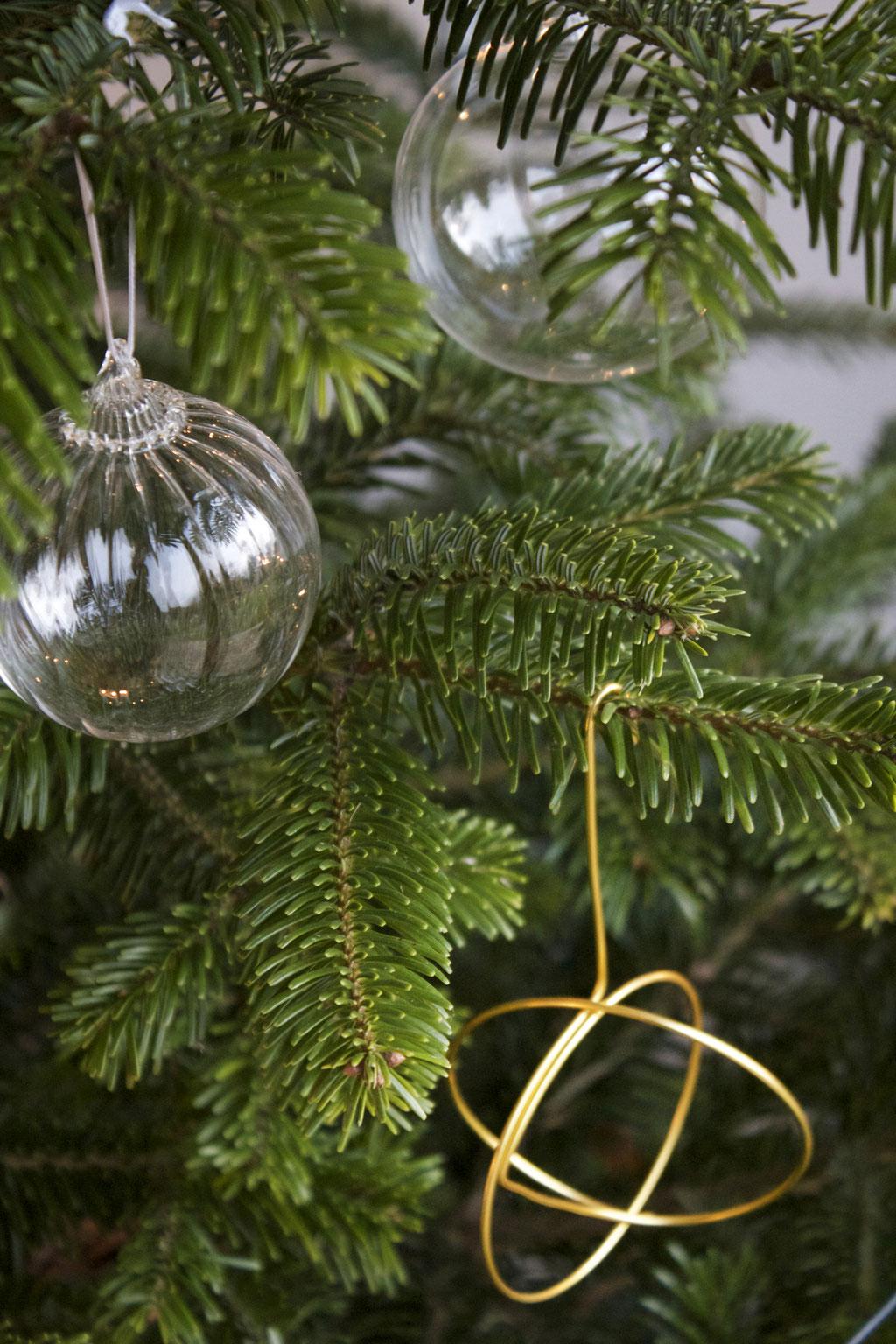 dieartigeBLOG - Christbaumschmuck aus Klarglas und Objekt aus Gold-Draht
