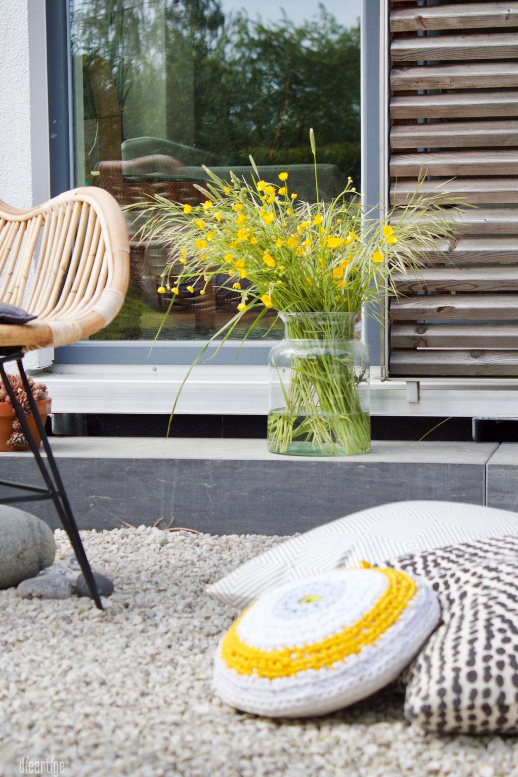 dieartigeBLOG - Terrasse, Wiesenblumen, gelb. Lumikello