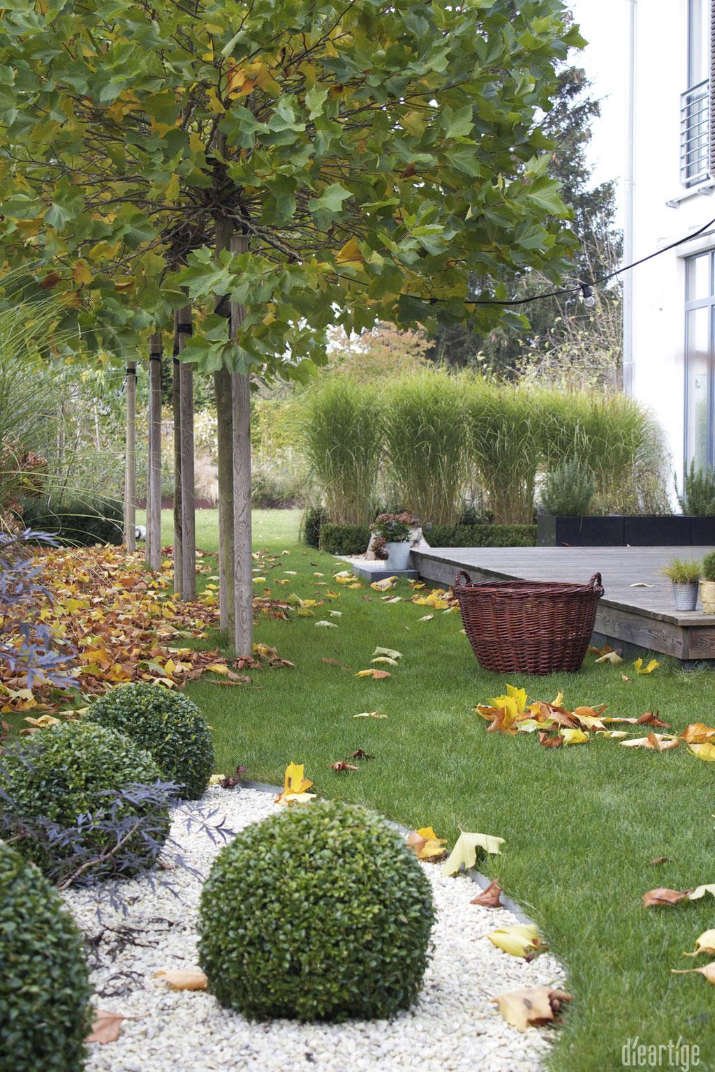 dieartigeBLOG - Herbstlaub im Garten = hygge