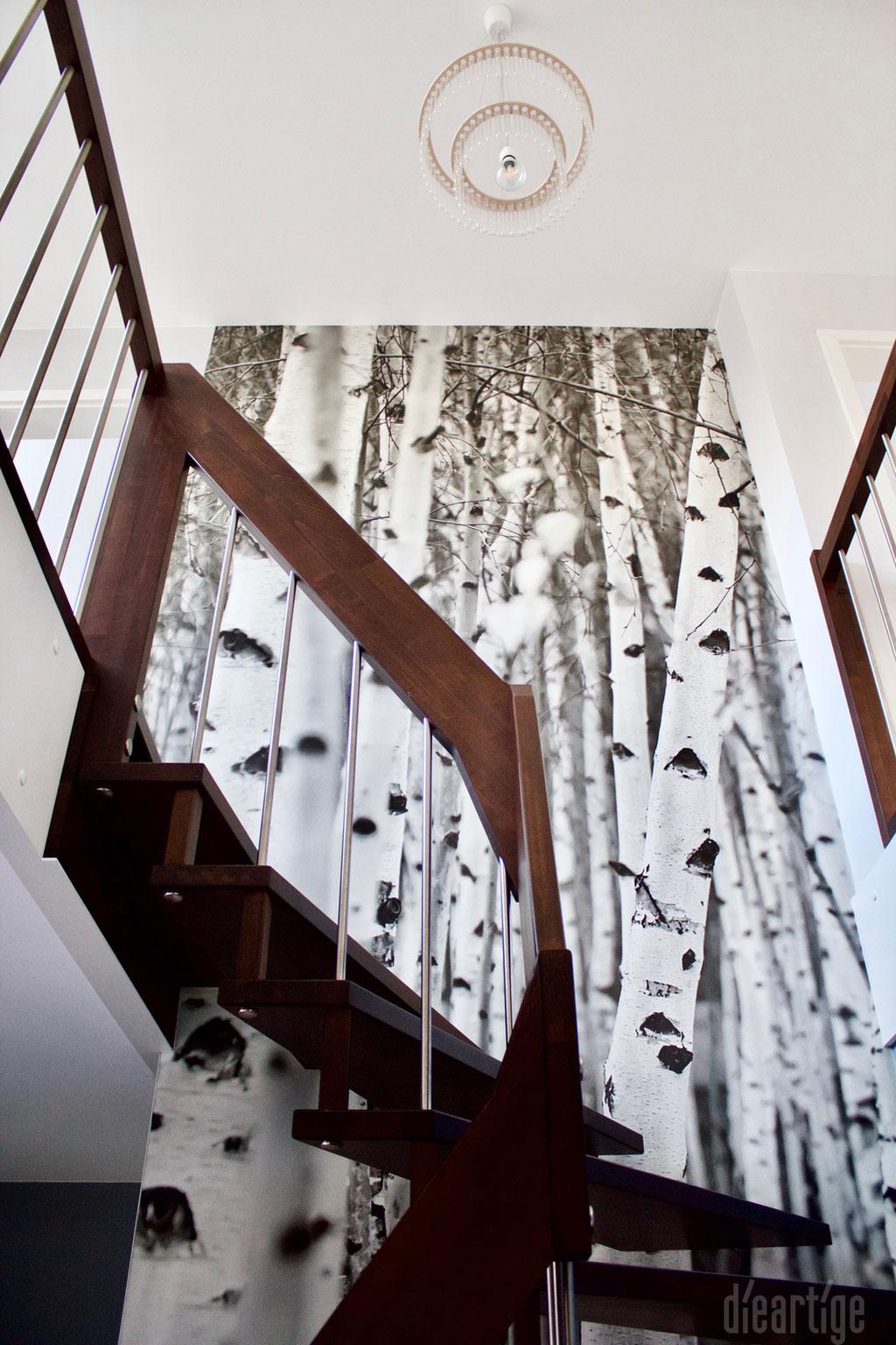 Fam. Z. | Treppenaufgang | Fototapete Birkenmotiv | Kronleuchter