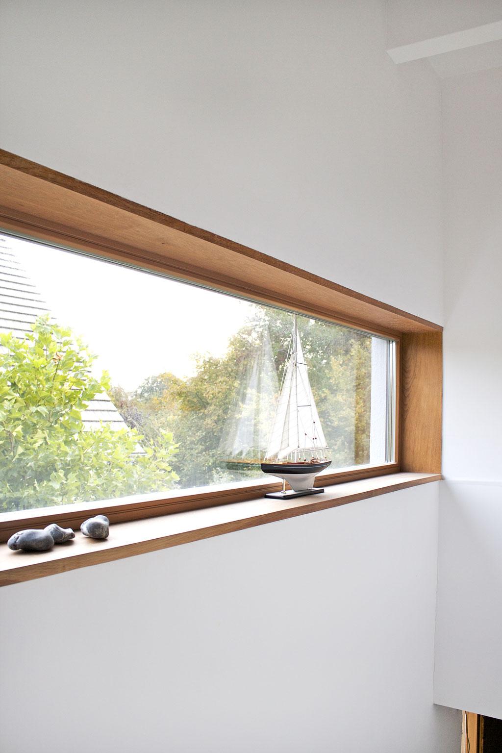 dieartige - langes Fensterband im Flur-Treppenbereich