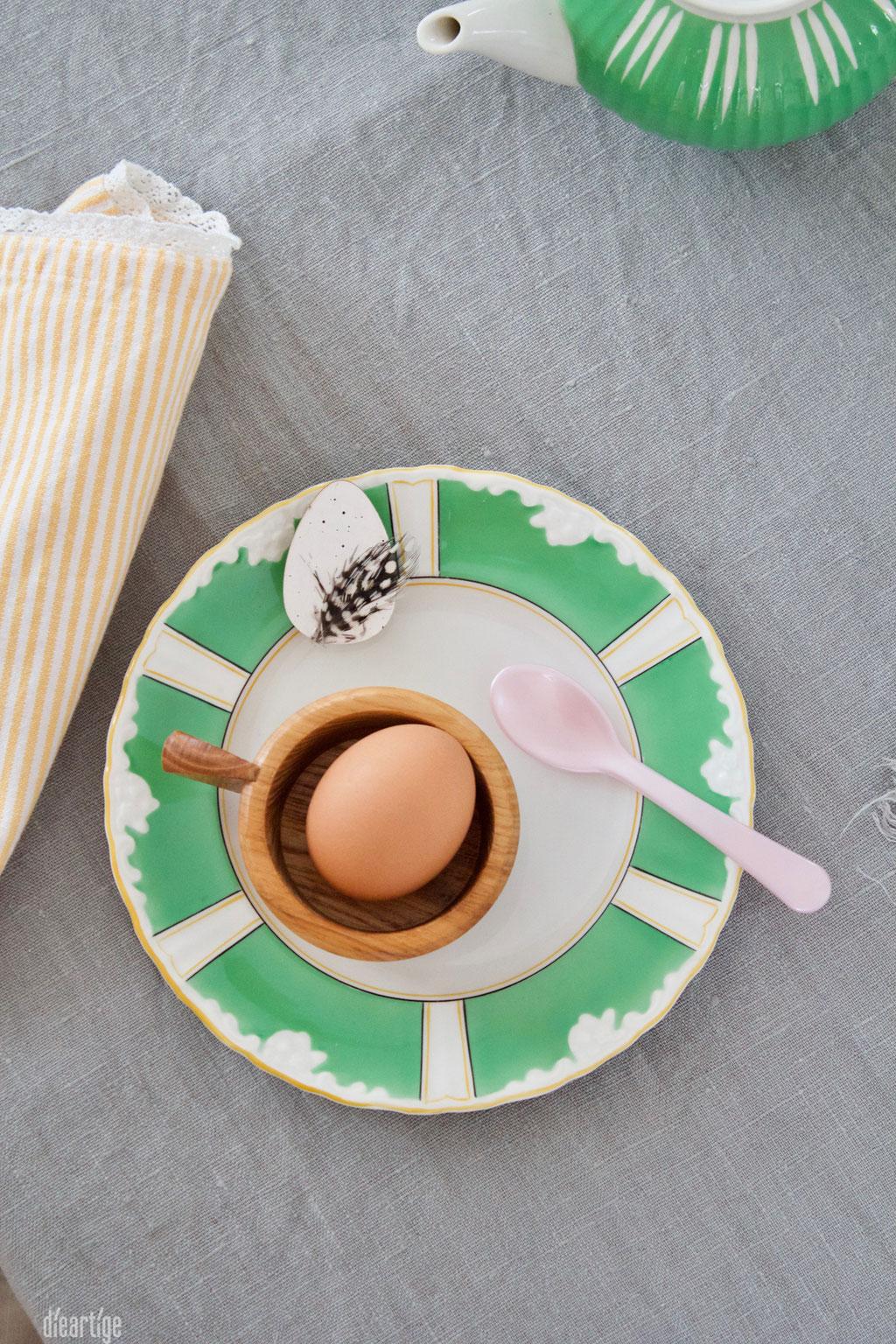 dieartigeBLOG - Oster//Frühlings-Tischdekoration | Handgefertigte Keramik, weiß-mattes Porzelan, Leinen, Weidenkätzchen und Wachteleier