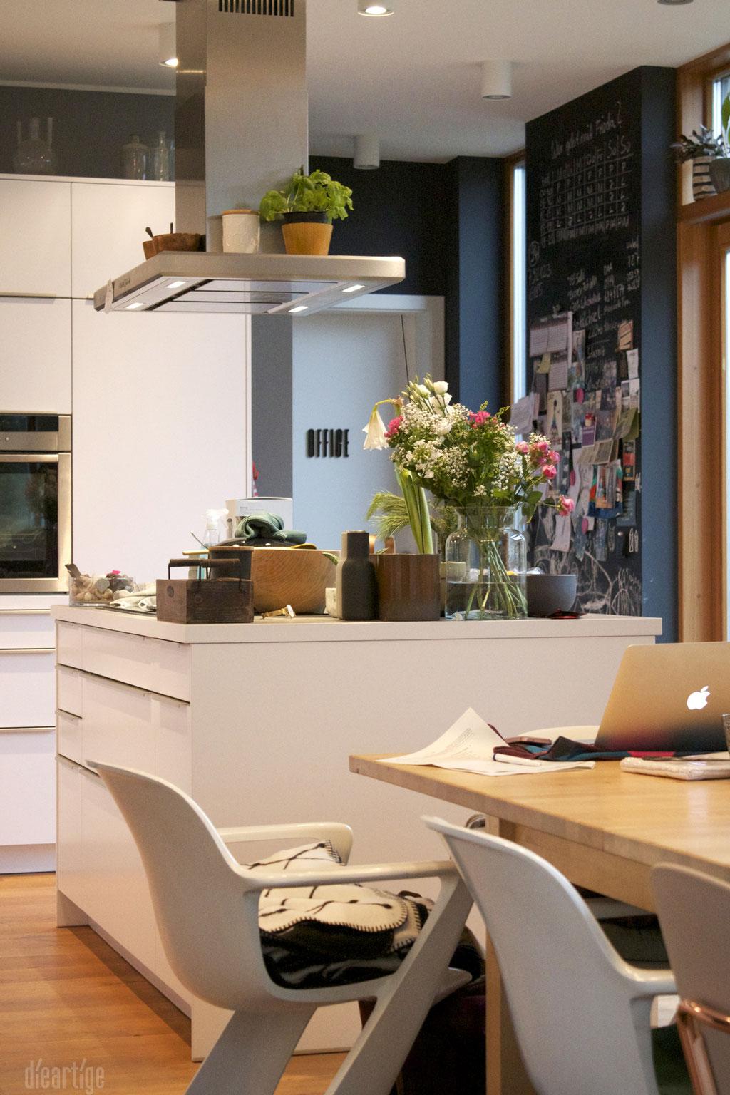 dieartigeBLOG - Fotoshooting von der Couch für Grohe Blue // Küche, alles beiseite & aus dem Bild geräumt