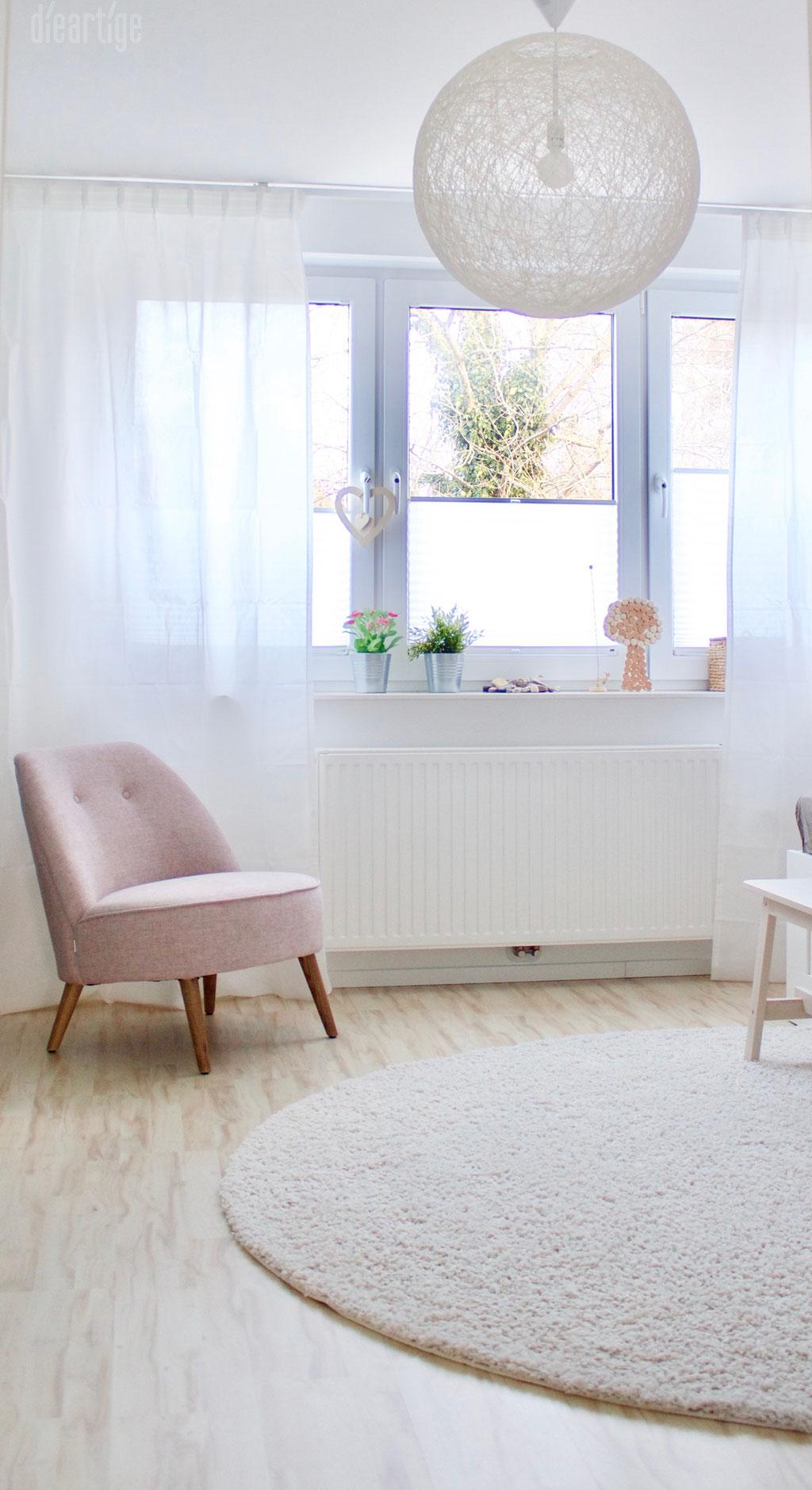 Fam. Z. | Schlafzimmer | Sessel in Rosé