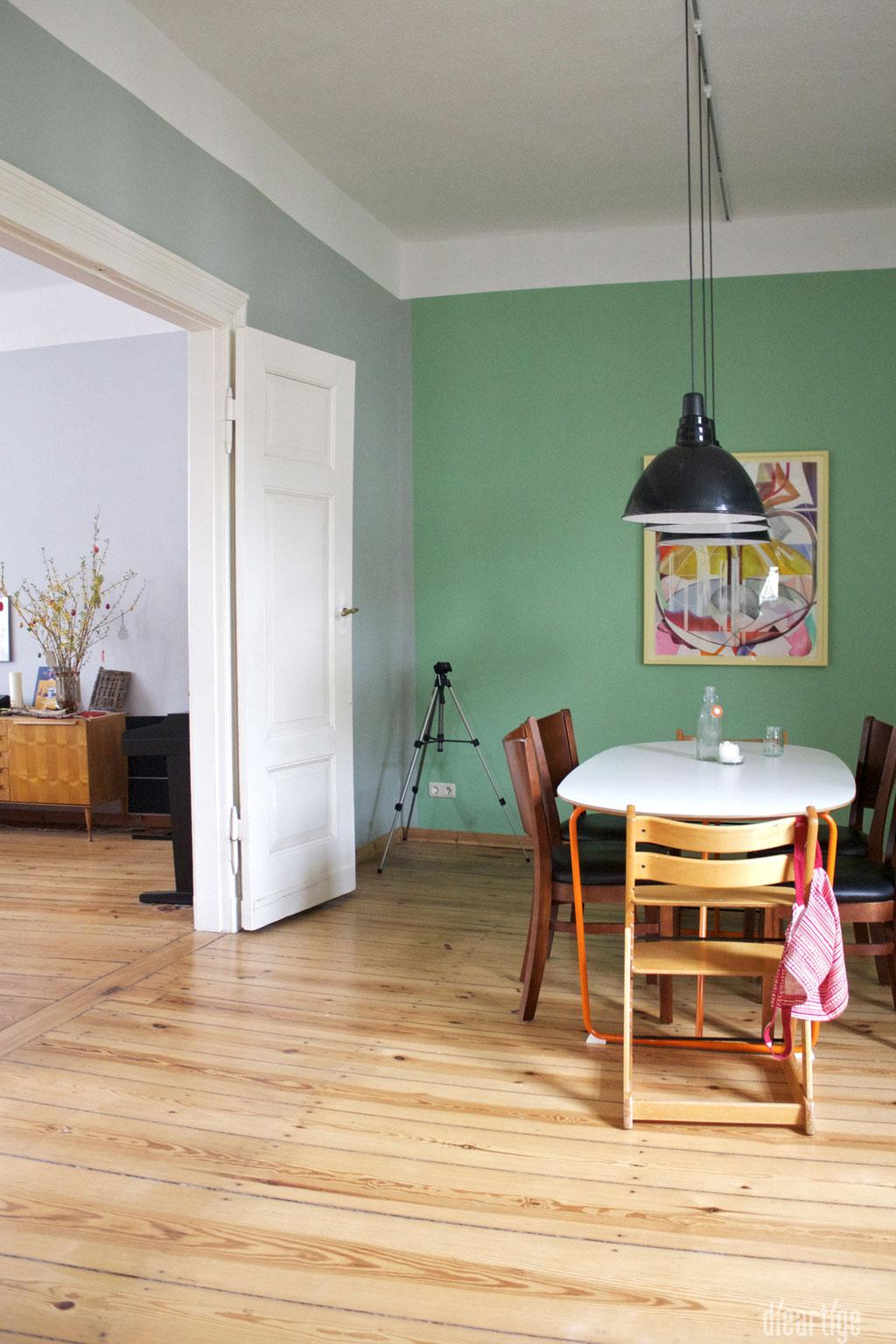 dieartige -Gestaltung | EssZi // Fam. F. | Wandfarbe Grün, Flügeltür