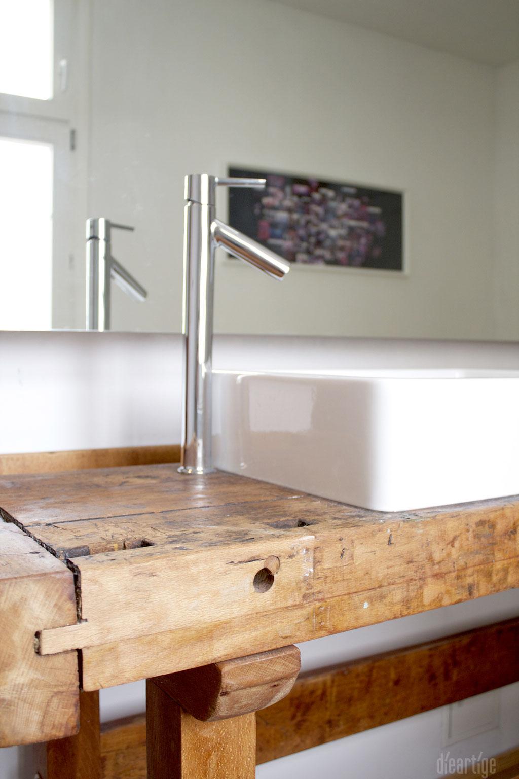 dieartigeUMBAU - Familie F. // Badezimmer // alte Werkbank als Waschtisch, Aufsatzwaschtische, Detail