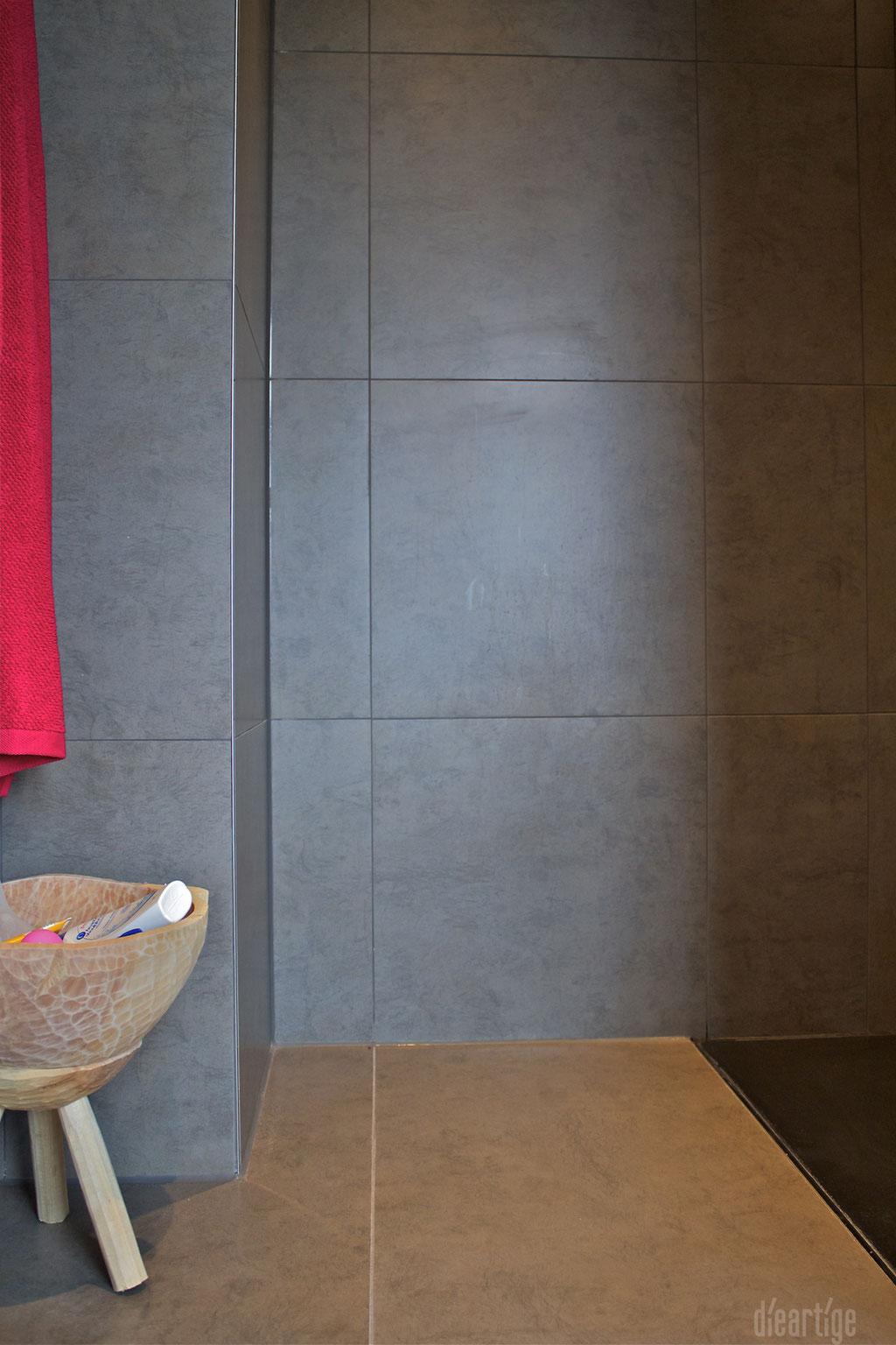 dieartigeUMBAU - Familie F. // Badezimmer // Dusche // anthrazitgraue Fliesen, Detail