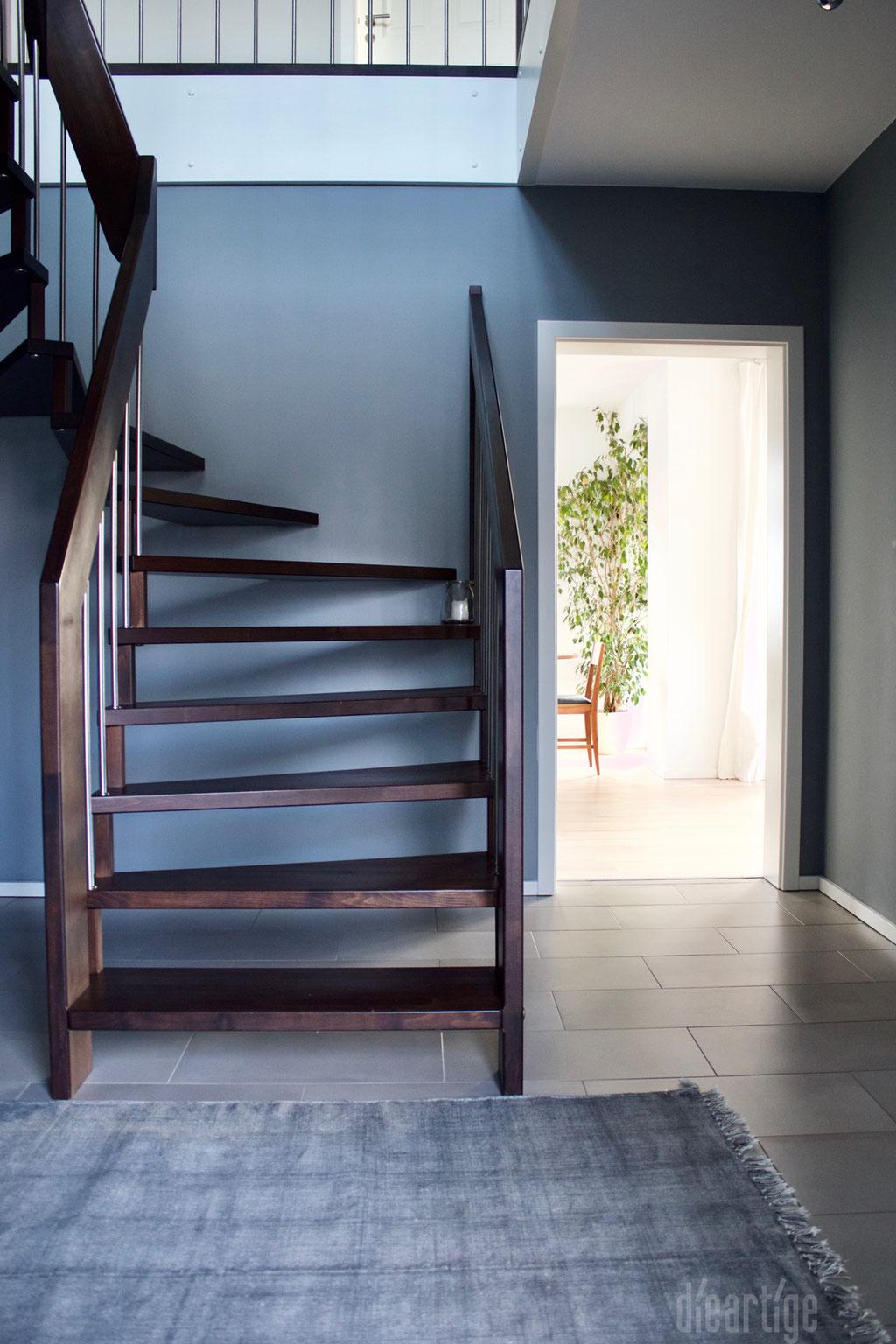 Fam. Z. | Treppe | Graue Wand