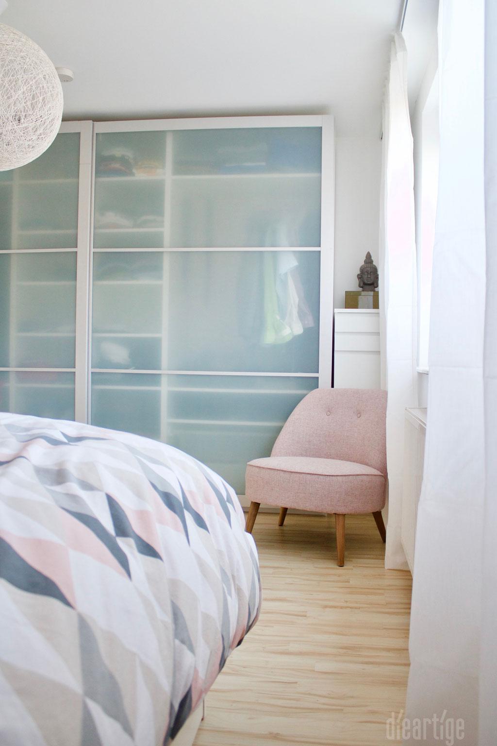 Fam. Z. | Schlafzimmer | Sessel in Rosé | Malm