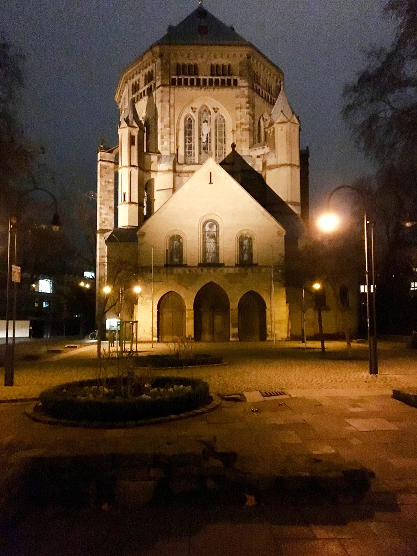 """Köln - Kirche gegenüber vom """"The Qvest""""-Hotel"""