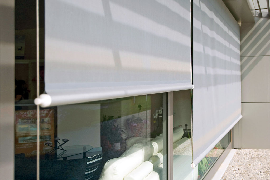 Tende a rullo per esterni atelier tessuti arredamento for Shiny home tende a rullo