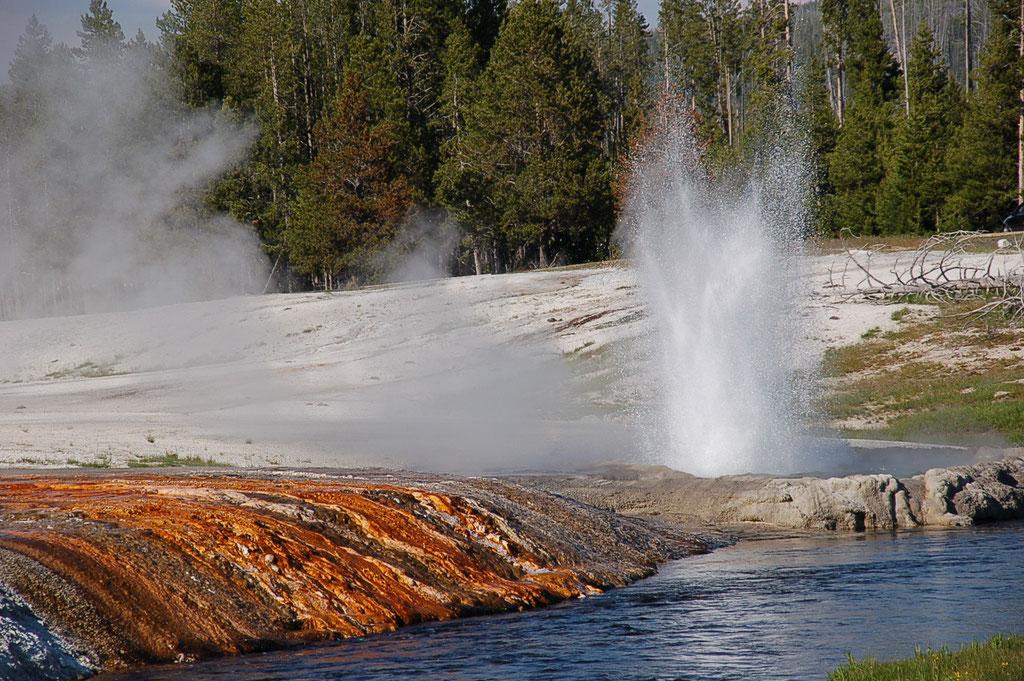Jeyser à Yellowstone - Wyoming