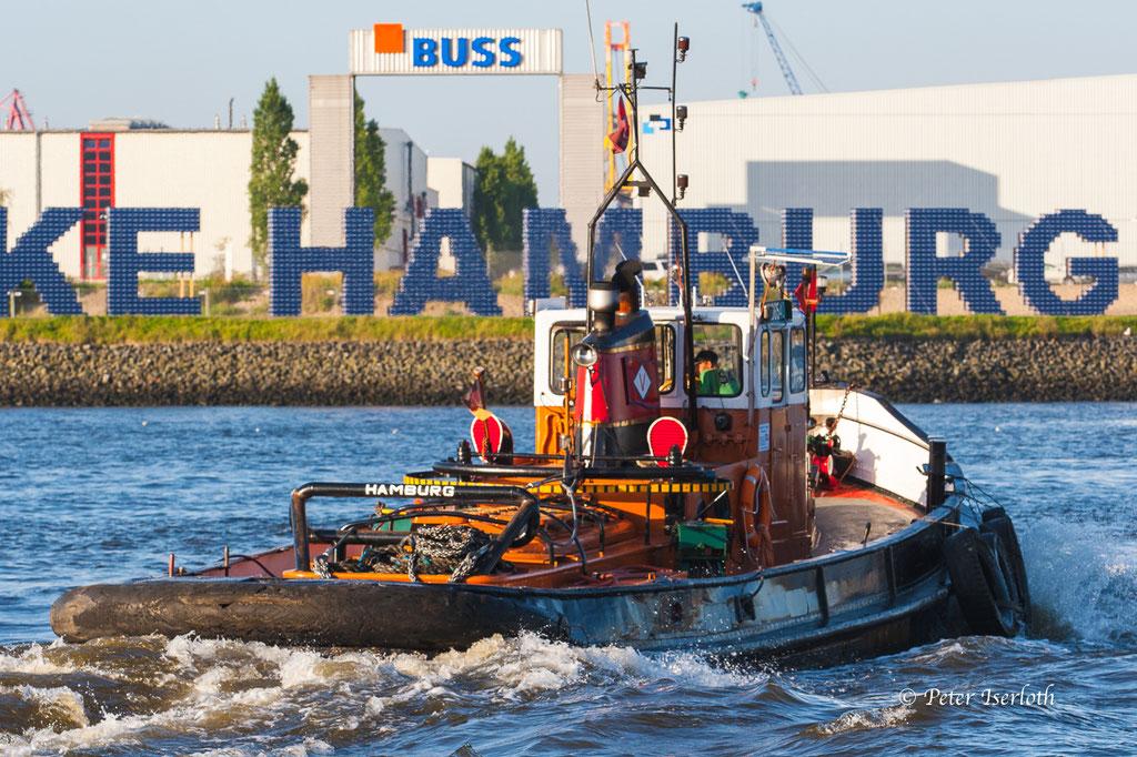 Schlepper unterwegs im Hamburger Hafen, Deutschland