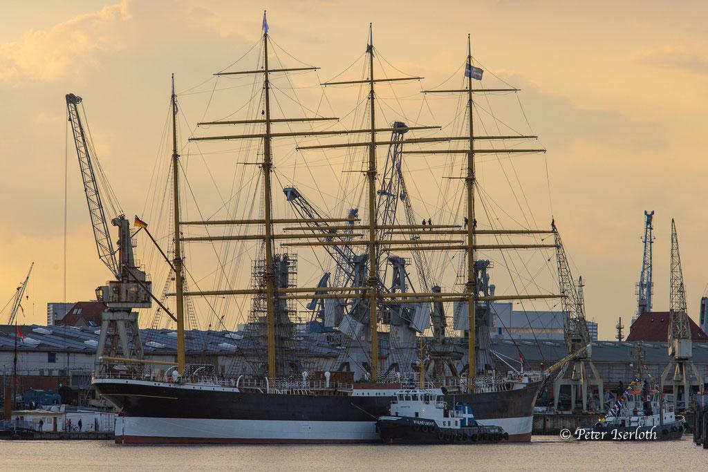 Die SS Peking kehrt nach Hamburg zurück, Hansa Hafen Hamburg, Deutschland