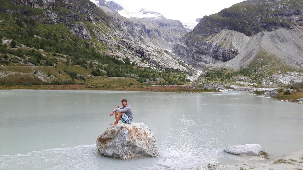 am Gletscherfluss unten am Dent Blanche