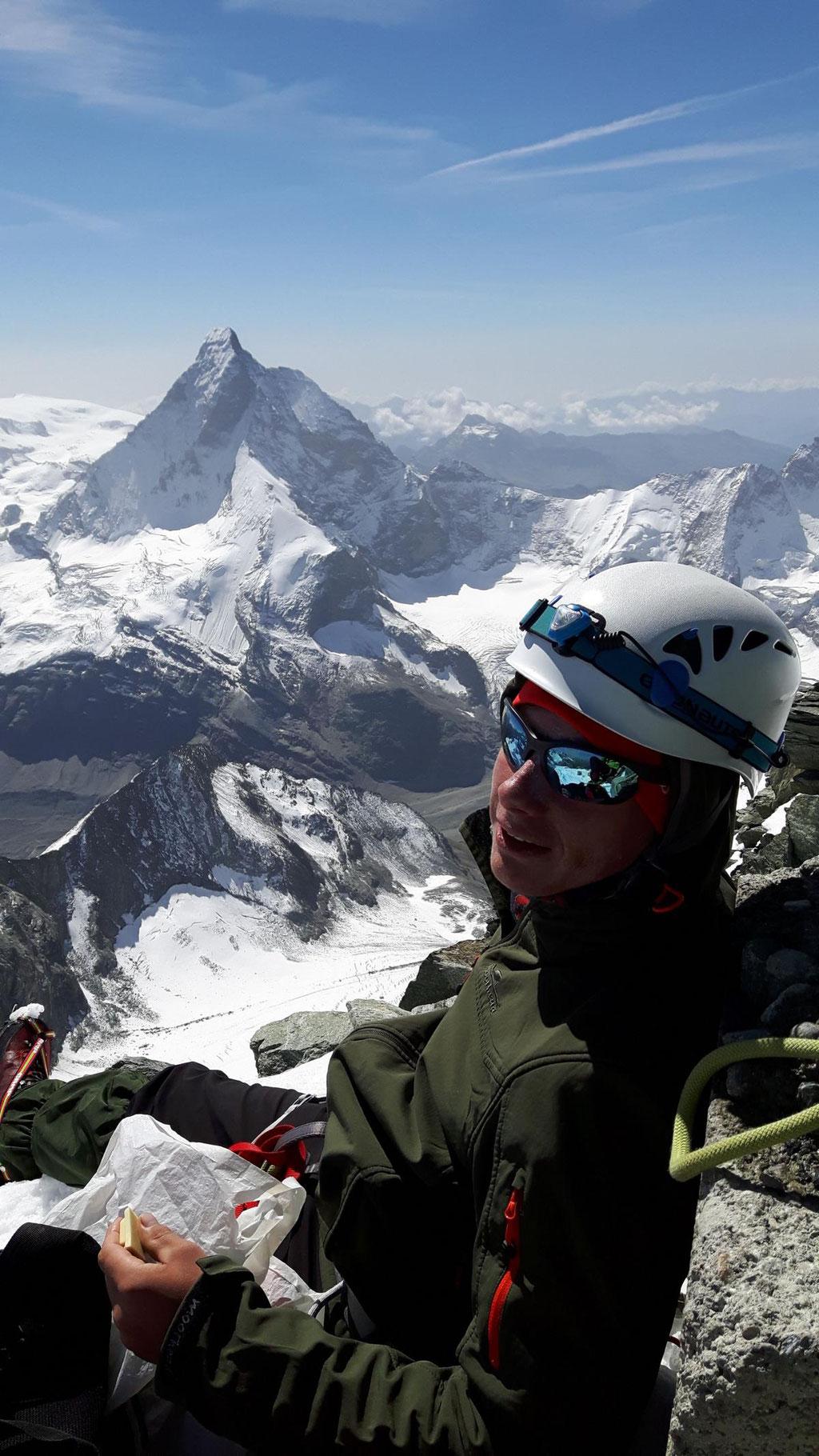 Gipfelfoto Dent Blanche 4357m nit Matterhorn im Hintergrund