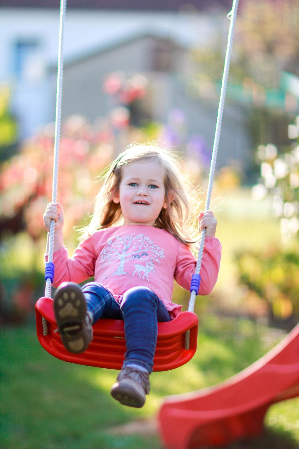 Familien  Hendrikje Richert Fotografie  Home Shooting outdoor, Garten, Schaukel, Kind