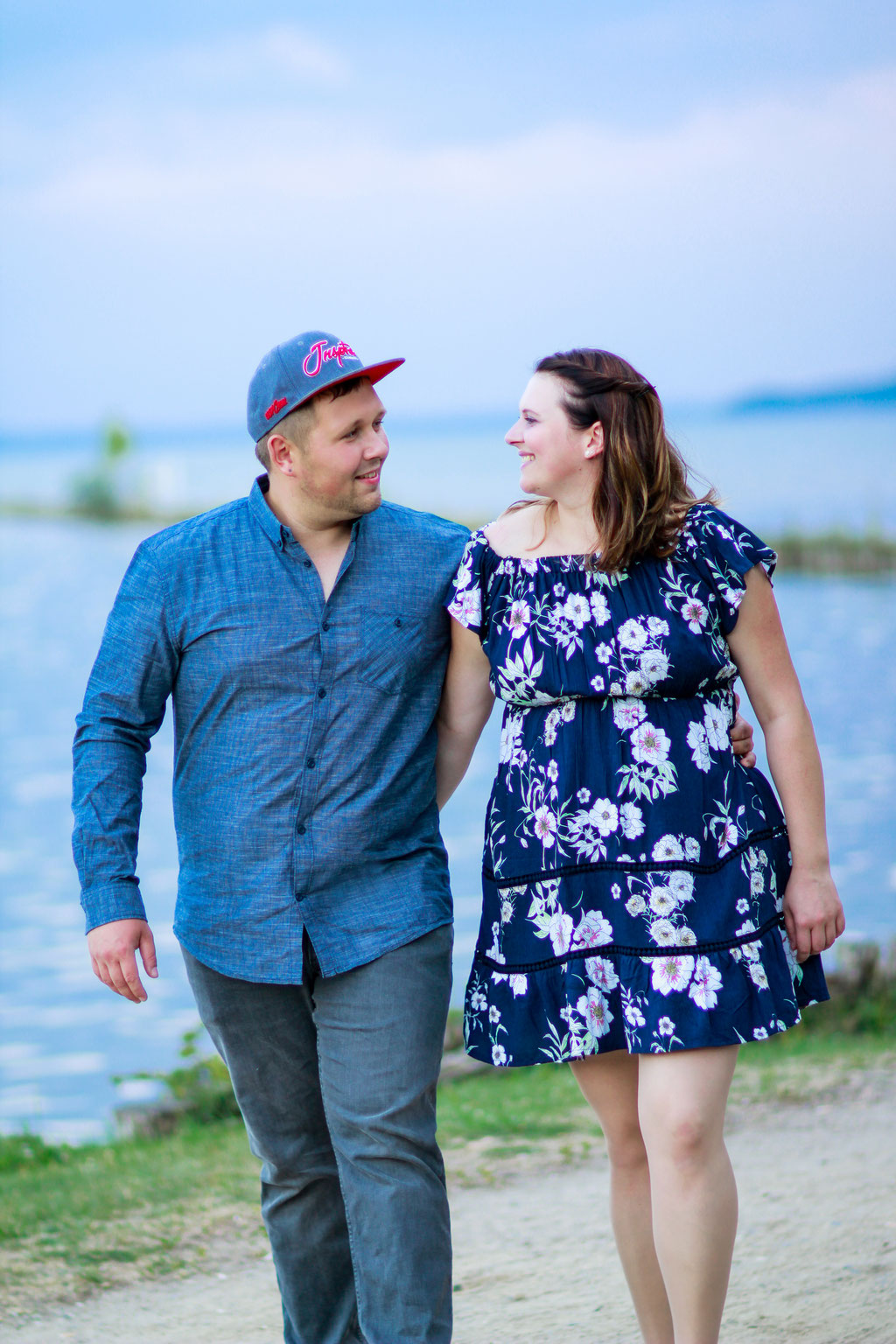 Paare| Hendrikje Richert Fotografie| See, Neubrandenburg, Verlobungsshooting, Sommerkleid