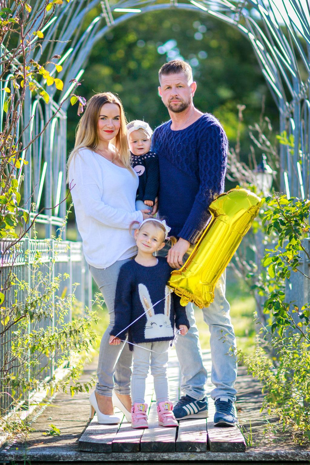Familien| Hendrikje Richert Fotografie| Kinder, Geschwister, outdoor, erster Hochzeitstag