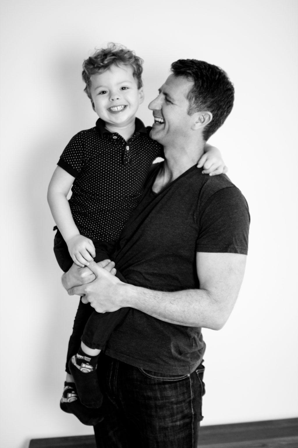Vater und Sohn| Familie| Portrait|Schwarz-Weiß| Männerportrait| Home Shooting| Greifswald| Hendrikje Richert Fotografie