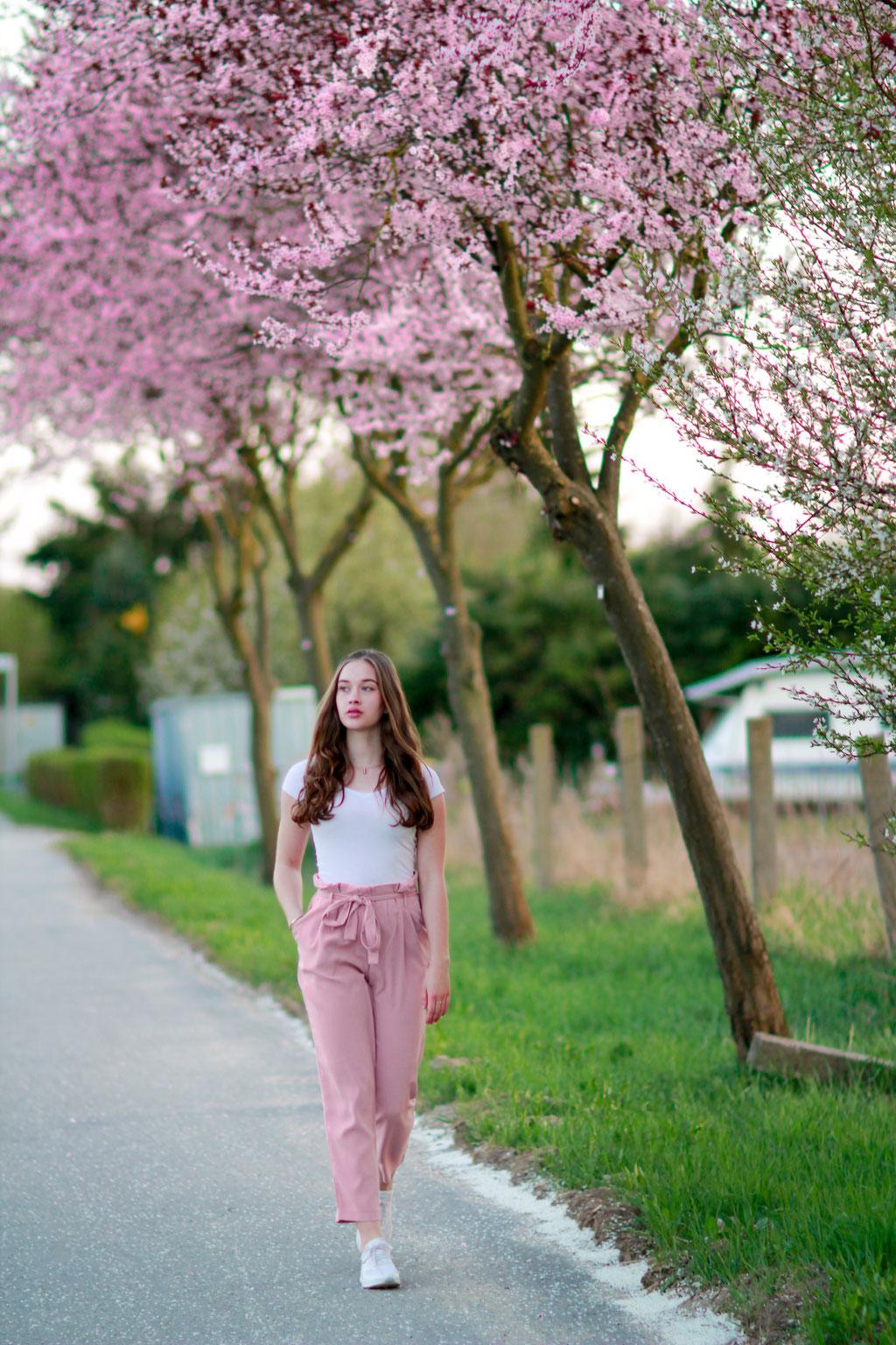 Portraitshooting mit Mareike| Sommer,  Frauenportrait, Kirschblüten, Fashion Portrait, outdoor, Natur