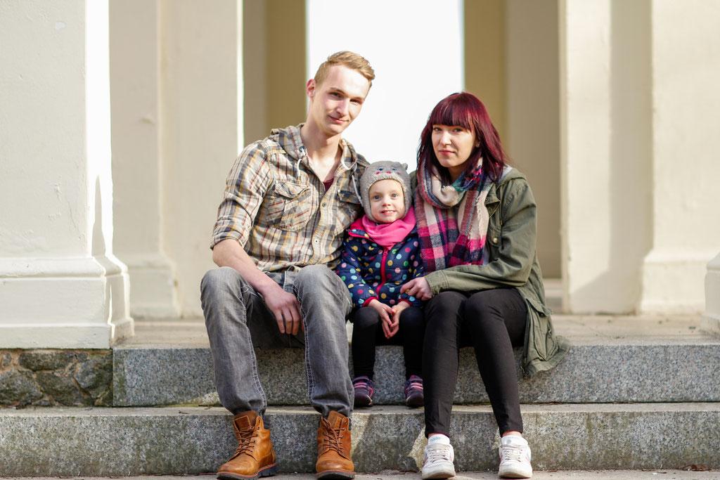 Familienshooting mit Jessica, Steven & Romina| Hendrikje Richert Fotografie| outdoor| Wald| Tüllrock| Familie| Mädchen| Kinderfotografie| Familienfoto| märchenhaft|