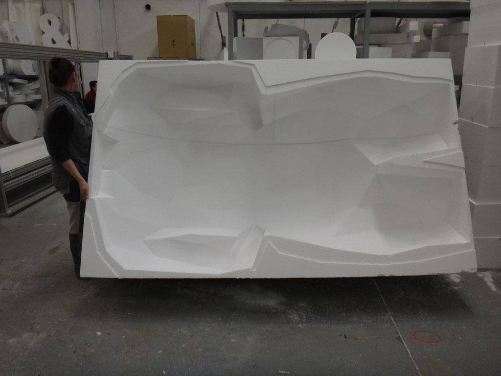 Cuerpo de hombre poligonal, molde, forma invesa