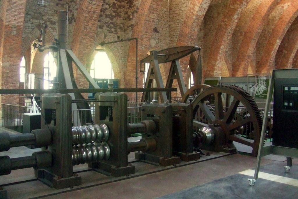 Tren de engranajes, reconstrucción a tamaño natural sobre la cimentación que ocupó el original en 1850 (Ferrería de San Blas)