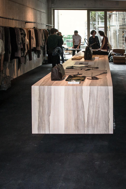 Präsentationsideboard in Esche für Berenik, Zürich