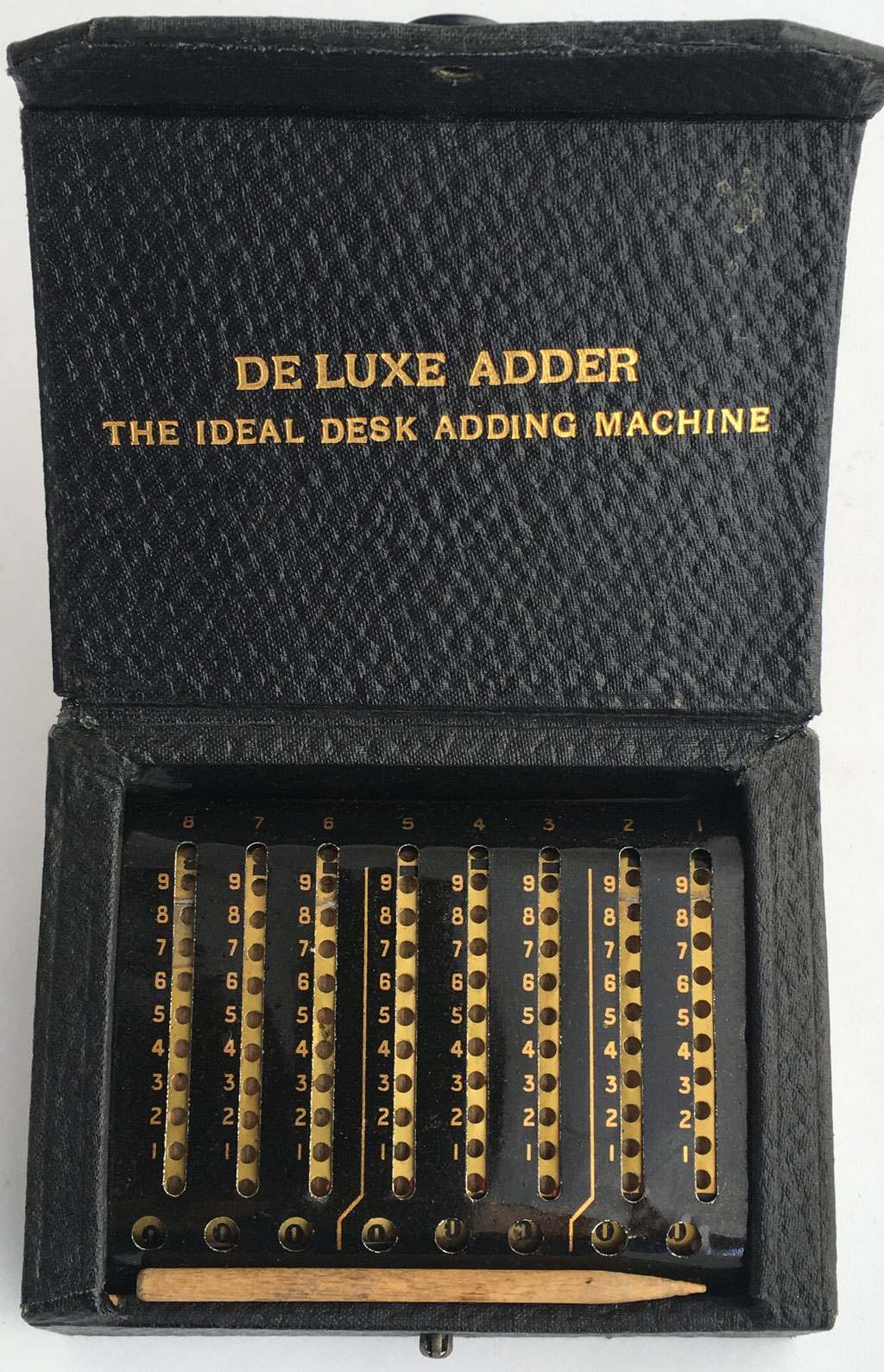 "The BASSETT Adder, año 1909, 12x9x5 cm, ""the luxe adder, the ideal desk adding machine"""