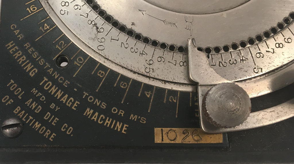 Detalle del aparato HERRING con el número de serie s/n 1026