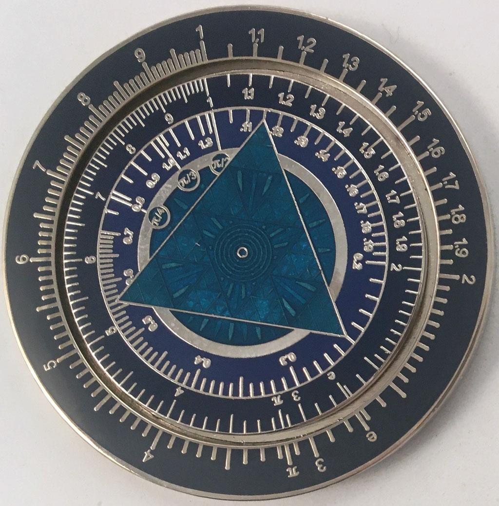 Círculo de cálculo - moneda conmemorativa TRACKABLE AT GEOCACHING.COM, 5 cm diámetro