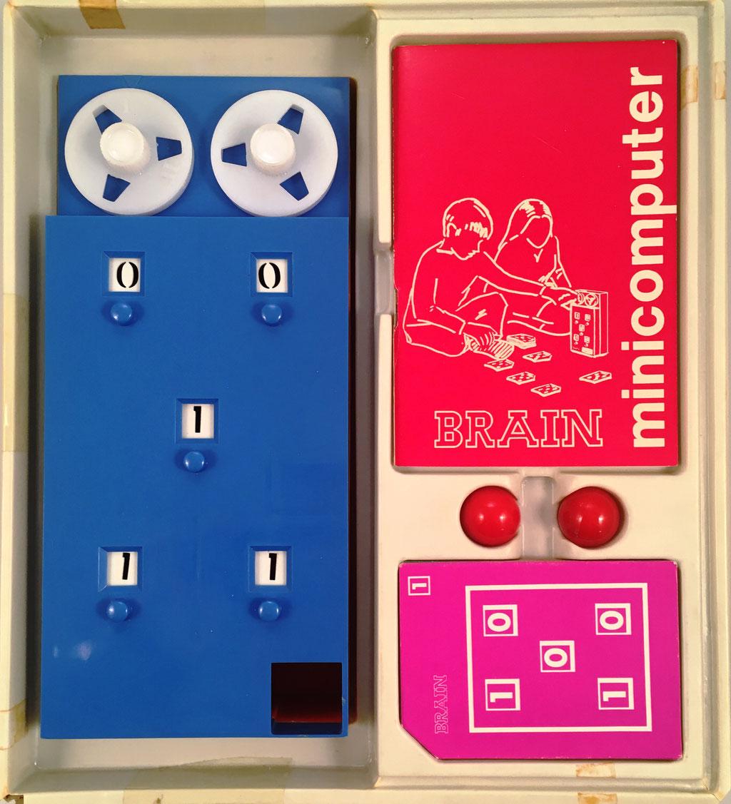 Juguete educativo BRAIN NIMICOMPUTER, fabricado por Seix Barral en Barcelona (patente nº 390247) con licencia BRAIN Ing. de Ginebra (Suiza), año 1970, 10x22 cm