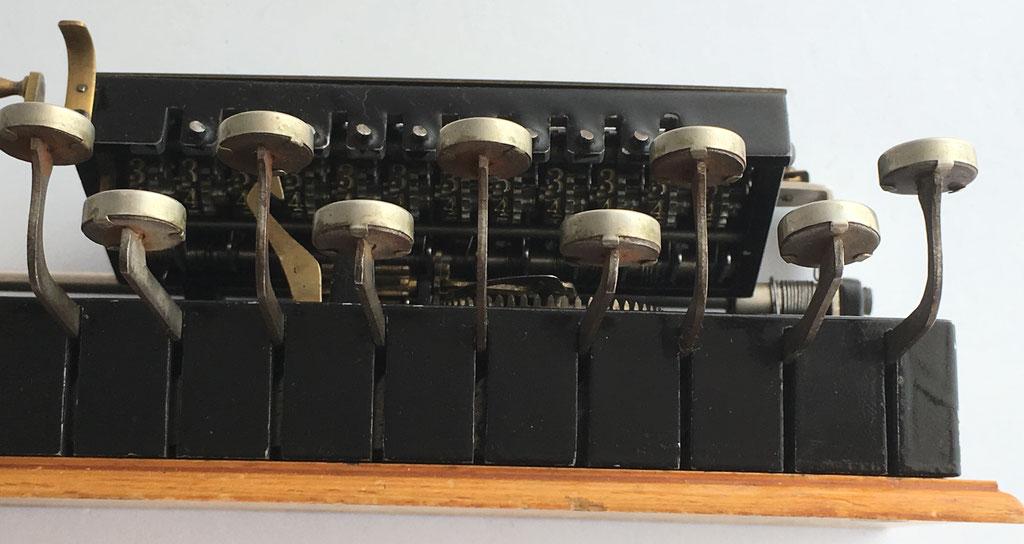 Vista del mecanismo interior de ADIMUL, similar a  ADIX y DIERA