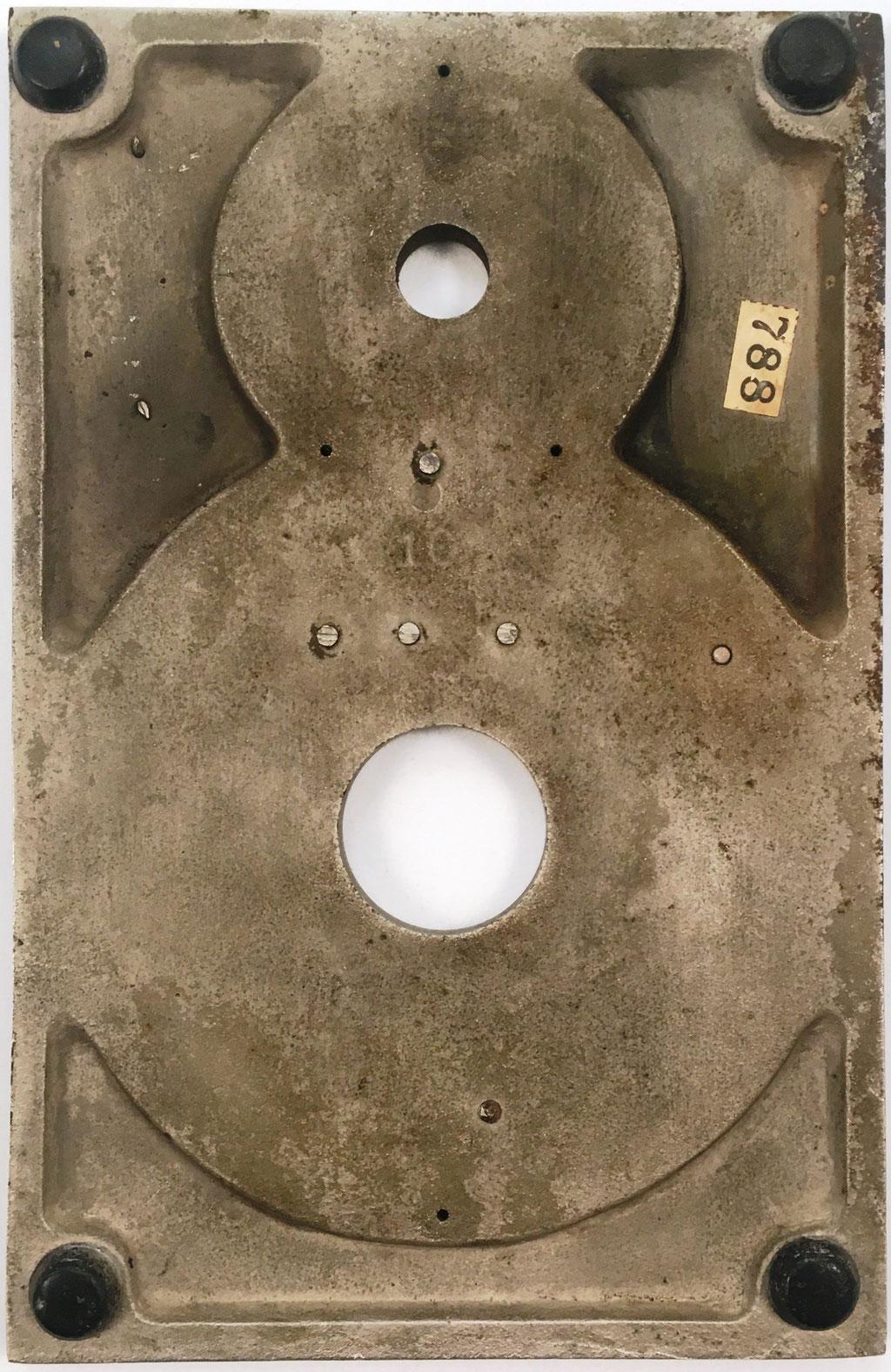 Reverso del aparato HERRING, con el número de serie s/n 10