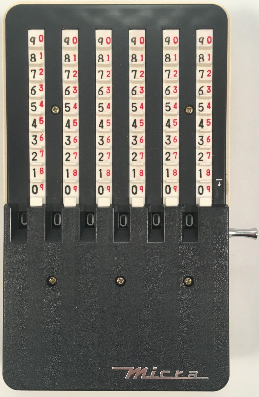 Sumadora MIKKURA ADDER (MICRA), fabricada en Japón por Mikkura Seik - Micra Precision Machine, nº patentes 078895 y 078896, hacia 1960, 19x10 cm