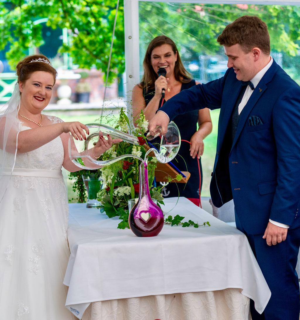 Hamburger Rederei, Hamburg Freie Trauung, Freie Rednerin Andrea Schumacher,  Hochzeitsdekoration, Hochzeit im Garten, Hochzeit am Strand,  Hochzeit an der Elbe, Trauritual